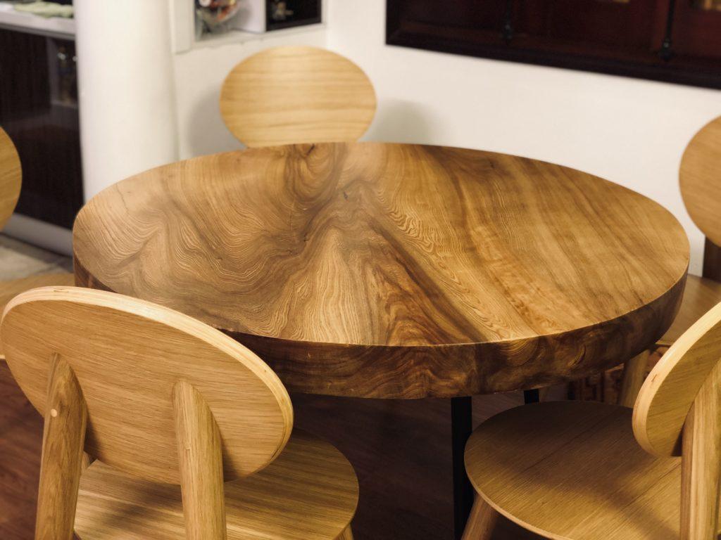 bàn ăn tròn gỗ pơ mu