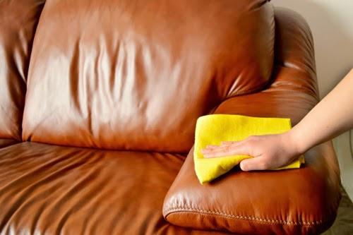 vệ sinh sofa da với baking soda