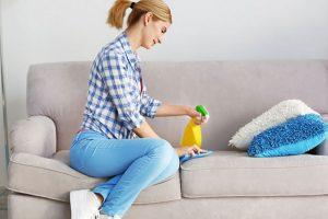 [Mẹo] Mách bạn 3 cách tẩy vết mực trên ghế sofa vải cực kỳ hữu hiệu
