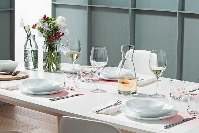 trang trí bàn ăn bằng đồ thủy tinh